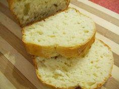 PAINE RAPIDA PUFOASA- Reteta Poca Este cea mai delicioasa paine pe care am mancat-o!! Este prima data cand fac paine si culmea, imi si iese... Trebuie neaparat sa o incercati! E Bread Recipes, Cooking Recipes, A Food, Food And Drink, Cooking Bread, Romanian Food, Strudel, Edith's Kitchen, Banana Bread