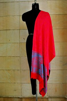 A luxurious Pashmina wrap is the perfect fashion accessory for any season. This shawl is reversible, giving you two different looks! ①This shawl is hand woven. Pashmina Wrap, Pashmina Shawl, Shawls, Womens Scarves, Scarf Wrap, Paisley, Cashmere, Hand Weaving, Fashion Accessories