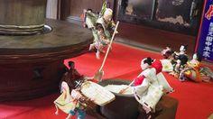 フラダンスを踊る三人官女…こんな「ひな飾り」見たことない!茨城県取手市の「あそびぃな」