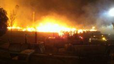 Dos bodegas se consumieron por el fuego en Ecatepec  - http://notimundo.com.mx/mexico/dos-bodegas-se-consumieron-por-el-fuego-en-ecatepec/21078