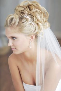 bridal-hair-with-tiara-and-veil_3.jpg 298×445 pixels