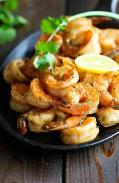 -- No recipe but it looks so tasty I had to pin *-* -- Shrimp with lemon /cilantro...