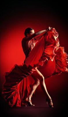 Flamenco in red. Tango Dance, Ballet Dance, Spanish Dancer, Kinds Of Dance, Chant, Dance Photos, Lets Dance, Dance Art, Dance Photography