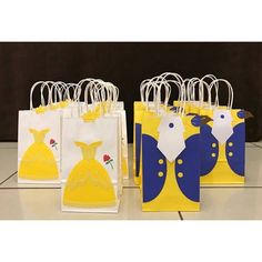 These handmade Beauty & the Beast goody bags are perfect for your little ones birthday party!  This listing consists of twelve (12) party bags. Six (6) Belle bags & six (6) Beast bags. If you want a different combination please let me know.  ❣️In the notes section, please specify the event date if you need the letters by a certain time and the amount of bags you want for each character if different than the standard 6 of each.   ❣️Production time is about 2 weeks. Contact me if you need a…