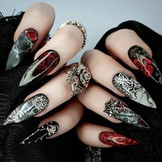 12 scary Halloween nail designs that you've never seen before! From Vampire Bride nails to Black magic manicure, this Hallloween nail art compilation has it all Goth Nails, Stiletto Nails, Grunge Nails, Gorgeous Nails, Pretty Nails, Fun Nails, Scary Nails, Halloween Nail Designs, Halloween Nail Art