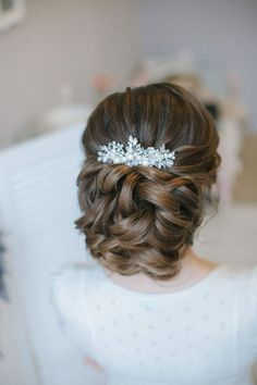 elegant wedding updo hairstyle from Enzebridal / http://www.himisspuff.com/bridal-wedding-hairstyles-for-long-hair/38/