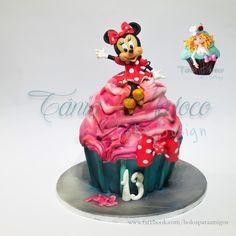 The Big Cupcake!! - Cake by Tânia Maroco
