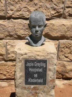 Jacobus Johannes Cornelis (Japie) Greyling, is gebore in 1890 op die plaas Smaldeel in die distrik Hoopstad, Oranje Vrystaat. Gedurende die Anglo-Boereoorlog was Japie se vader en 2 ouer broers op kommando om teen die Engelse te veg British Soldier, British Army, Union Of South Africa, Namibia, Armed Conflict, Good Old Times, Vocabulary Games, My Childhood Memories, Modern Warfare