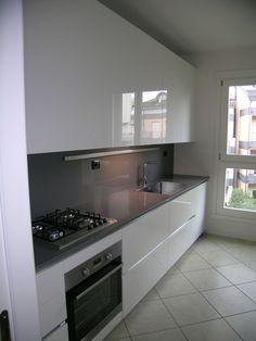 Cucina bianca opaca, top in quarzo chiaro. | Интерьер кухни ...
