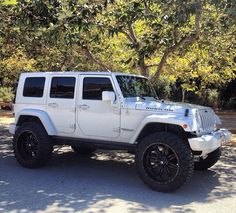 White Jeep Rubicon! DREAM CAR!!!!!! Maybe one day in the future... The far distant future.