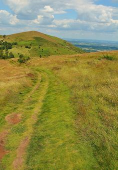 Walking from Sugarloaf Hill towards Worcestershire Beacon in the Malvern Hills, Worcestershire, England | by benbobjr