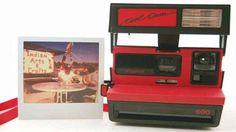 Cool Cam Red, ecco la nuova Polaroid 600 con rosso vintage Trovo davvero carina questa moda, tornata da poco, che sta portando le persone a voler conservare una copia fisica, e tangibile, di ciò che ha loro dato un'emozione: di fronte ad un mondo che va vers #poladoid #coolcamred #vintage
