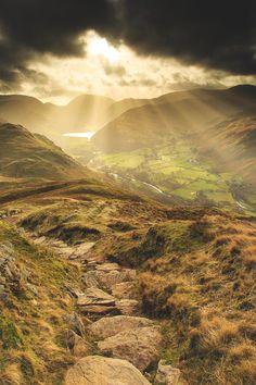 Hill farmland Lake District, England by David Kirkup Cumbria, All Nature, Amazing Nature, Lake District, Landscape Photography, Nature Photography, Skier, British Countryside, Voyage Europe
