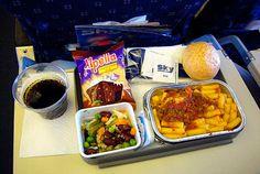 http://www.hypeness.com.br/2014/03/a-comida-de-aviao-nao-o-satisfaz-fotografo-mostra-as-diferencas-nos-pratos-de-diferetes-companhias-aereas/