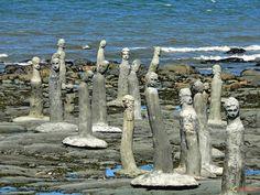 Un artiste de Sainte Flavie en gaspésie fait ces scultures sur les bords du fleuve Saint Laurent au Québec... these statues are in Ste Flavie, just by the St Lawrence river where my daughter lives.
