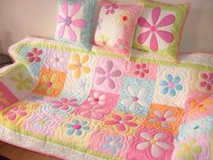 Field of daisies quilt Baby Clothes Quilt, Baby Girl Quilts, Girls Quilts, Quilt Stitching, Applique Quilts, Quilting Projects, Quilting Designs, Cot Quilt, Quilted Gifts