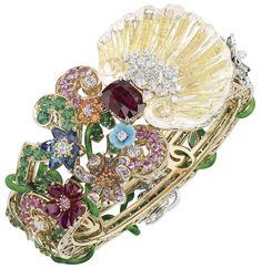 """DIOR. """"Bosquet de la Salle de Bal Rubis"""" bracelet en or jaune, diamants, cristal de roche, émeraudes, rubis, saphirs roses, grenats mandarins, saphirs, grenats tsavorites, diamants jaunes, saphirs violets et jaunes, grenats démantoïdes et spessartites, tu"""