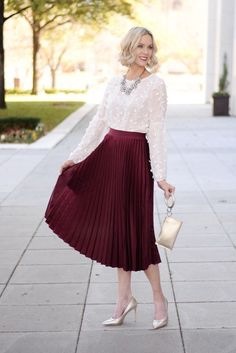 Maroon Skirt Outfit Ideas Pictures easy last minute holiday outfit ideas dressy casual Maroon Skirt Outfit Ideas. Here is Maroon Skirt Outfit Ideas Pictures for you. Maroon Skirt Outfit Ideas how to wear elegante outfits with red skirts . Christmas Skirt, Christmas Party Outfits, Holiday Party Outfit, Holiday Party Dresses, Classy Christmas, Holiday Parties, Classy Party Outfit, Holiday Outfits Women, Holiday Skirts