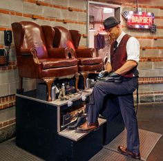 What Not to Do While Getting a Shoeshine - Thirteen Ways to Not Annoy Your Shoe Shine Person - Esquire - Esquire Huge Bean Bag Chair, Barbershop Design, Barbershop Ideas, Shoe Shine Box, Barber Shop Quartet, Clean Shoes, Salon Design, Men's Grooming, Your Shoes