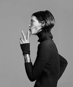 """Now trending: The Hair Tuck. Consider the micro-trend of tucking your hair into your sweater/coat officially a """"thing."""" More inspiration after the jump. Photo Mannequin, Hair Tuck, Bold Jewelry, Trendy Jewelry, Jewellery, Looks Street Style, Facon, Mode Inspiration, Look Fashion"""