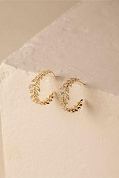 Antonia Earrings from Jewelry Design Earrings, Gold Earrings Designs, Gold Jewellery Design, Ear Jewelry, Cute Earrings, Cute Jewelry, Bridal Jewelry, Jewelry Sets, Gold Jewelry