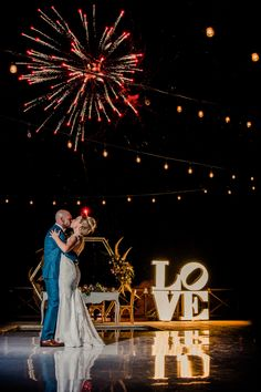 To make their first dance even more magical, Vickie and Daniel planned a spectacular firework show for their guests!   Resort: Grand Oasis Cancun Photo credit: Cristina Gisselle Gonzalez Flores