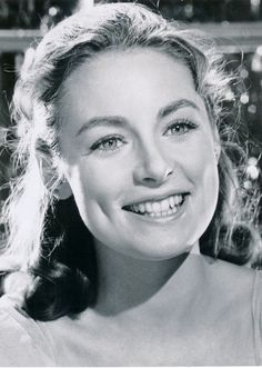 Charmian Carr, Liesl From 'The Sound of Music,' Dies at 73 After role in beloved movie musical, she appeared in only one other film, opposite Anthony Perkins in 'Evening Primrose' later launched a design firm that attracted Michael Jackson as a client Sound Of Music Movie, I Movie, Movie Stars, Classic Hollywood, Old Hollywood, Hollywood Stars, Beloved Movie, Music Tours, Anthony Perkins
