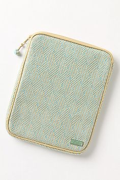 @Jenny Taylor This is the style I love for iPad cases! piping is awesome :)