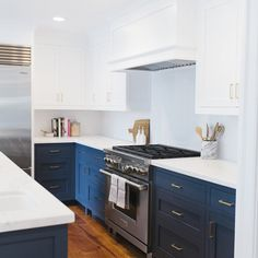 """Studio McGee on Instagram: """"For those of you who asked - the bottom cabinets are Benjamin Moore """"Hale Navy"""" and the uppers are """"Super White""""... 2 of our very favorite paint colors! See the full kitchen on the blog {link in profile} #lynwoodremodel :@_beckykimball"""""""