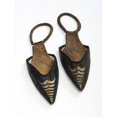ca. 1797 This pair of protective overshoes, or toe-pieces, has a design of cut and punched leather. The effect is reminiscent of the slashed leather styles that were favoured in the 1530s and 1540s. The spring loop at the back would fit tightly over the small 'Italian' heel to hold the shoes in place. Victoria & Albert Museum.