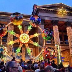 Mercatini di #Natale in #Germania ecco la bellissima Stoccarda la sua piazza principale le 200 casette di legno e i 300 anni di storia! Meraviglioso!  #viaggi #travel #viaggilowcost #travelbloggerlife #travelblogger #stuttgart #germania #light #christmas #xmas #merrychristmas #stuttgarttourismus #enjoystuttgart by viaggilc