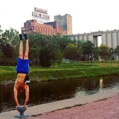 Street workout calisthenics yoga handstand Montreal old port