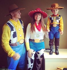Jewel and her estranged husband Ty Murray went as Toy Story's Woody and Jessie for Halloween -- see their adorable son Kase in costume! Toy Story Halloween Costume, Celebrity Halloween Costumes, Halloween Costumes For Kids, Celebrity Kids, Celebrity Style, Woody And Jessie Costumes, Ty Murray, Cute Celebrities, Cute Fashion