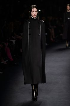 Valentino Fall 2015 Ready-to-Wear Collection  - ELLE.com