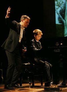 #concerto #CivitanovaClassica #PianoFestival serata emozionante con l'omaggio(a sorpresa)di un giovanissimo #pianista marchigiano che riascolteremo presto