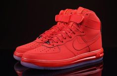Last year, Nike redesigned the midsole for its Lunar Force 1. Since then, the silhouette has racked a respectable lineup of colorways. However, they were …