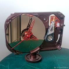 Настольные часы из жесткого диска. Cooper hdd clock - купить или заказать в интернет-магазине на Ярмарке Мастеров | Настольные часы из жесткого диска (HDD). Hdd, Clock, Tech, Mirror, Watch, Mirrors, Clocks, Technology