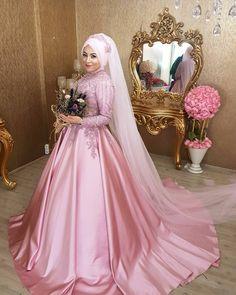 Turban tasarım&Profosyonel Make-up  RANDEVU İÇİNBilgi için 05417272978 arayabilirsiniz yada watsaptann yazabilirsiniz… Hijab Dress Party, Hijab Style Dress, Muslim Wedding Dresses, Muslim Brides, Wedding Hijab, Wedding Gowns, Islam Wedding, Muslim Girls, Bridal Outfits