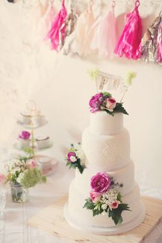 Wedding cake with pink tassel decor Whimsical Wedding Cakes, Beautiful Wedding Cakes, Glamorous Wedding, Beautiful Cakes, Perfect Wedding, Paris Wedding, Wedding Fun, Wedding Ideas, French Wedding