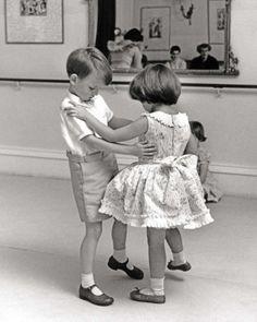 Clases de Baile de Salón: Vals, Pasodoble, Bolero, Tango BSD – Pilar Olivares – MÁLAGA 951 39 33 20 /// 622 71 86 86                                                                                                                                                                                 Más