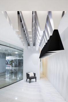 Интерьер бутика в черно-белом