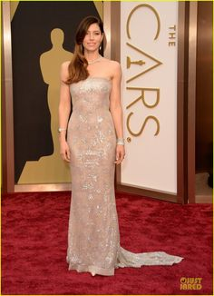 Jessica Biel is a Metallic Stunner on Oscars 2014 Red Carpet. Jessica is wearing a dress and bag by Chanel Haute Couture, Manolo Blahnik shoes, and Tiffany & Co. jewels.