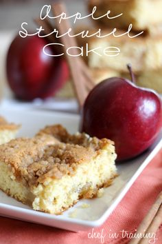 Apple Streusel Cake--This cake is DELICIOUS! A semi-homemade recipe that no one would ever guess you took a short-cut to make it! Apple Desserts, Köstliche Desserts, Apple Recipes, Sweet Recipes, Dessert Recipes, Cupcakes, Cupcake Cakes, Apple Streusel Cake, Cake Pops