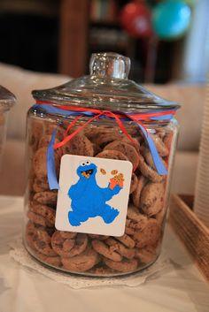 Elmo party for Bub Elmo Birthday, Baby 1st Birthday, First Birthday Parties, Birthday Party Themes, Dinosaur Birthday, Sesame Street Party, Sesame Street Birthday, Cookie Monster Party, Monster Treats