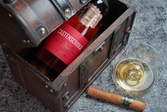 Feinstes von Castenschiold – SIGNUM RUM Rum, Front Row, Wine Rack, The Row, Magazine, Home Decor, Caribbean, Things To Do, Decoration Home