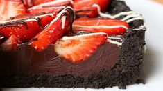 So I guess what I'm trying to say that you honest to God have not lived until you've consumed this entire fucking delicious chocolate and strawberry tart. Baked Strawberries, Chocolate Strawberries, Just Desserts, Delicious Desserts, Dessert Recipes, Yummy Food, Strawberry Tart, Strawberry Fields, Sweet Pie