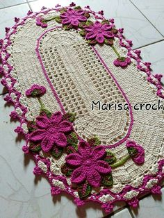 Tapetes de croche Crochet Table Runner Pattern, Crochet Tablecloth, Crochet Doilies, Crochet Flowers, Yarn Crafts, Diy And Crafts, Crochet Projects, Sewing Projects, Crochet Home