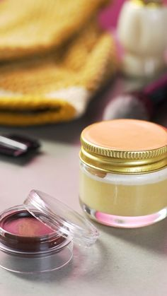 Outstanding beauty diy tips are readily available on our web pages. look at th s and you wont be sor Gloss Labial, Acne Out, Diy Beauty, Beauty Hacks, Beauty Tips, Beauty Secrets, Uses For Vicks, Diy Spa Day, Vicks Vaporub Uses