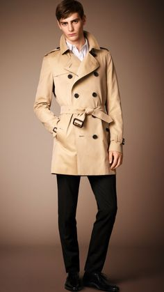 The Burberry Heritage Trench Coat The Kensington men trench coat burberry photos 001 Burberry Men Heritage Trench Coat Collection: The Timel...