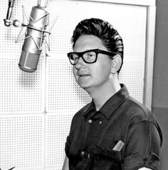 25 Best Pictures of Roy Orbison - TaraHap 50s Rock And Roll, Travelling Wilburys, Jeff Lynne, Roy Orbison, Recorder Music, Tom Petty, 50s Vintage, Beautiful Voice, George Harrison